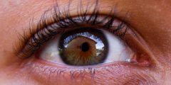 الماء الأزرق على العين