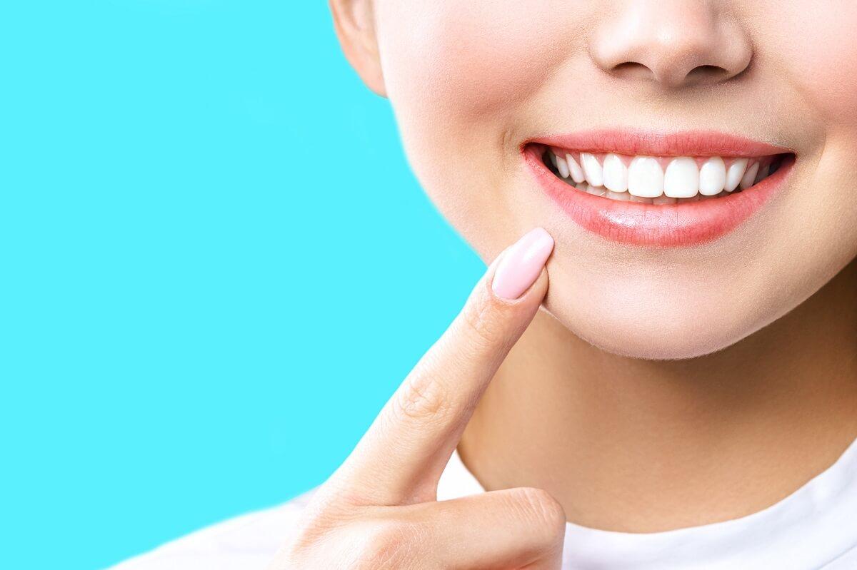 العناية بالأسنان واللثه استخدام غسول الفم ومعاجين الأسنان والاختيار الصحيح لفرشاة الأسنان